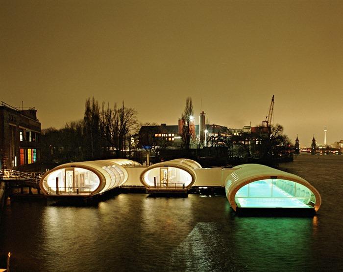 berlin badeschiff floating swimming pool. Black Bedroom Furniture Sets. Home Design Ideas