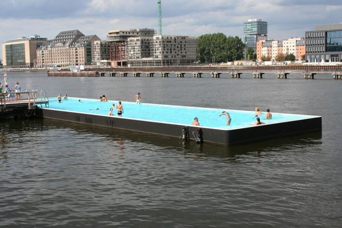 berlin badeschiff floating swimming pool. Black Bedroom Furniture Sets. Home Design Ideas